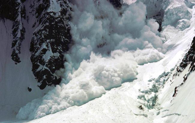 Фото: во Франции в Альпах сошла снежная лавина