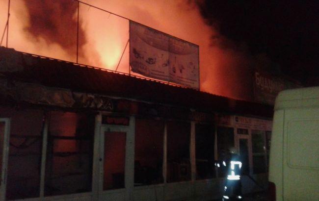 ВКиеве ночью произошел пожар наДемеевском рынке