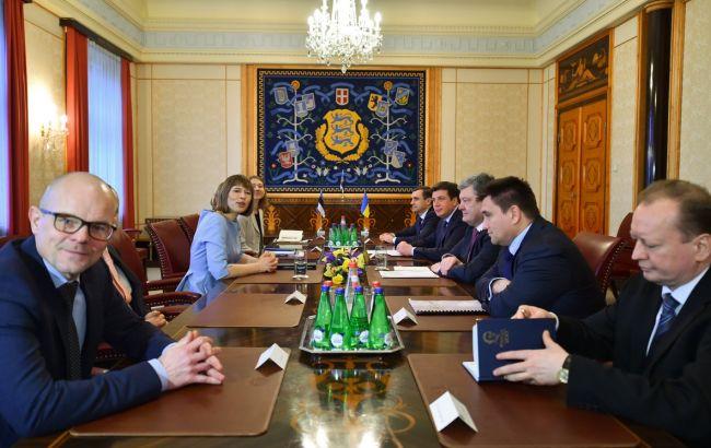 Фото: зустріч Порошенка з президентом Естонії Кальюлайд