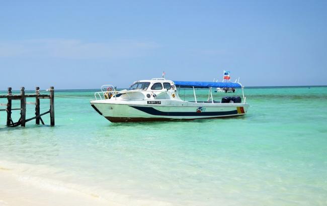 Уберегов Малайзии пропало судно с20 туристами