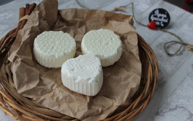 Диетологи рассказали о пользе молодого сыра