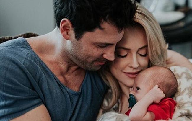 Фото: Максим Чмерковский с женой и сыном
