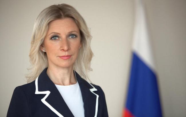 Примерка платья Захаровой вызвала ажиотаж в сети