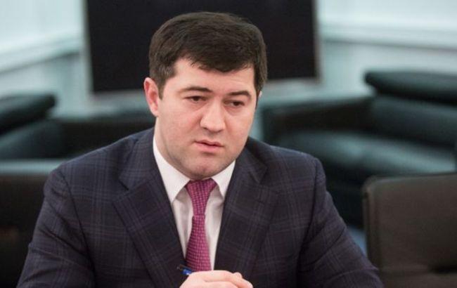 Фото: Роман Насиров сдал выездные документы Госмиграции