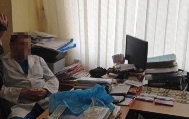 У Харкові лікар вимагав від пацієнта 100 тис. грн за операцію