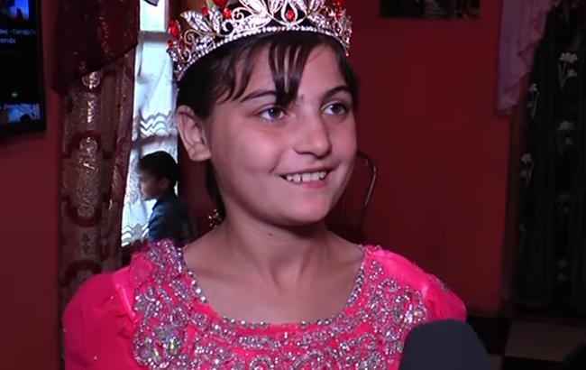 Фото: Девочка из ромской семьи на Закарпатье