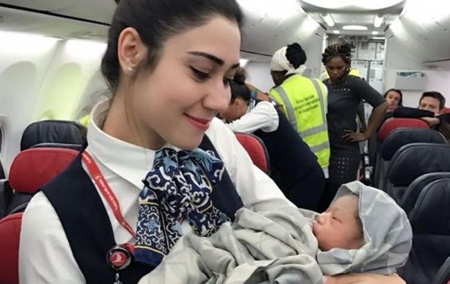 Фото: Девочка родилась на борту Turkish Airlines