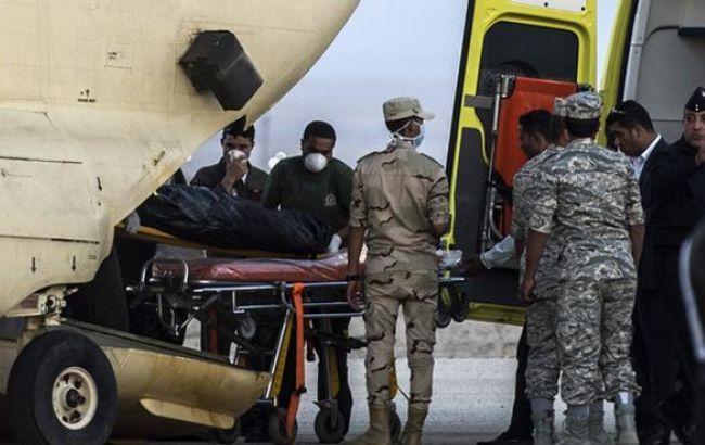 Тіла загиблих в результаті катастрофи російського А321 відвозять в Каїр