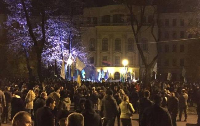 У Дніпропетровську тисячі людей вийшли на мітинг