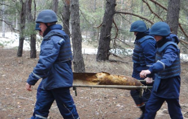 Фото: на Донбассе около 700 тыс. га территории остаются взрывоопасными
