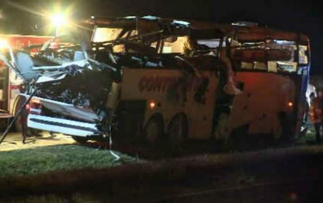 В Днепропетровской области маршрутка с пассажирами въехала в грузовик: 15 пострадавших - Цензор.НЕТ 4986