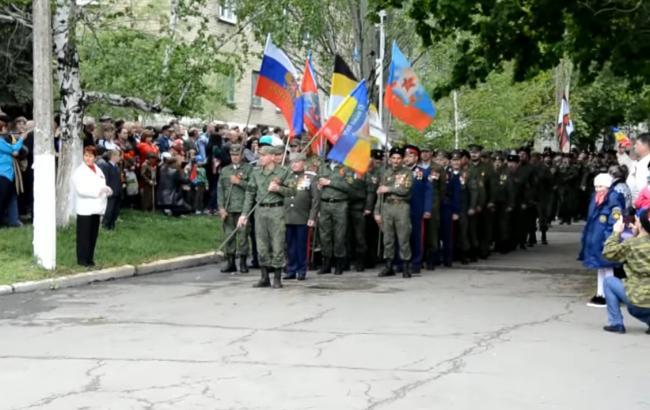 """В мережі показали """"парад"""" бойовиків """"ЛНР"""" до 9 травня"""