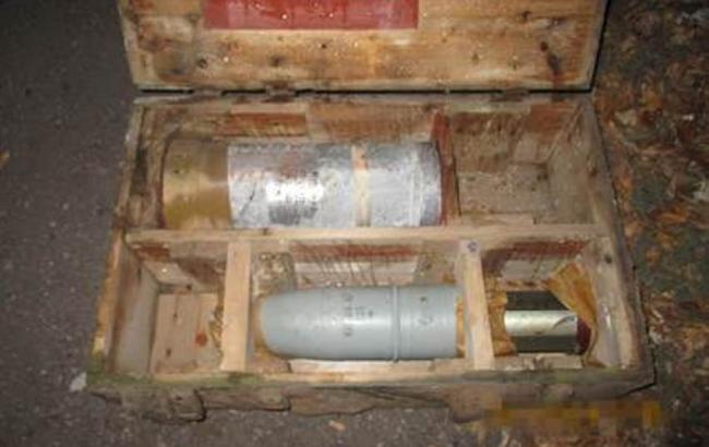 В Донецькій області знайдено схованку з фугасними снарядами та гранатометами