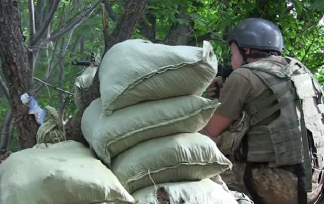 Морпіхи показали, як захищають свої позиції від терористів (Кадр з відео youtube.com/Військове телебачення України)