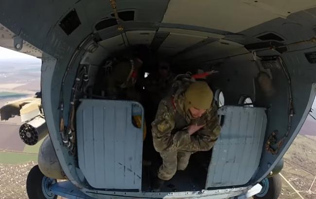 Тренування українських десантників (Скріншот з YouTube/Військове телебачення України)