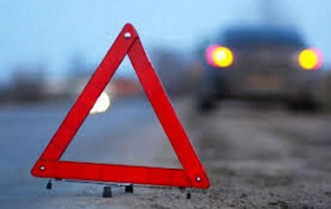 У Києві зіткнулися три машини, постраждав один із водіїв