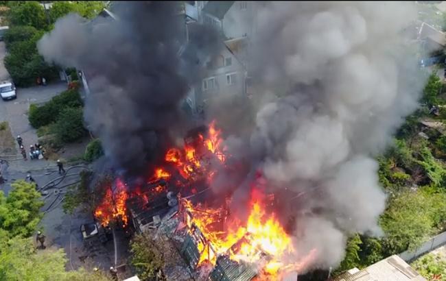 В сети появилось видео масштабного пожара в Киеве с высоты птичьего полета