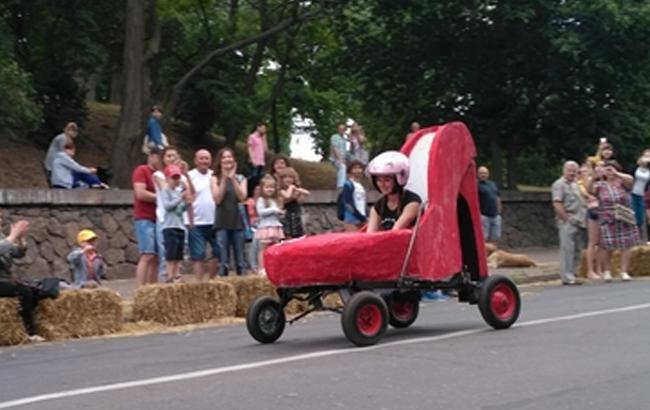 У Черкасах влаштували креативний заїзд на саморобних авто
