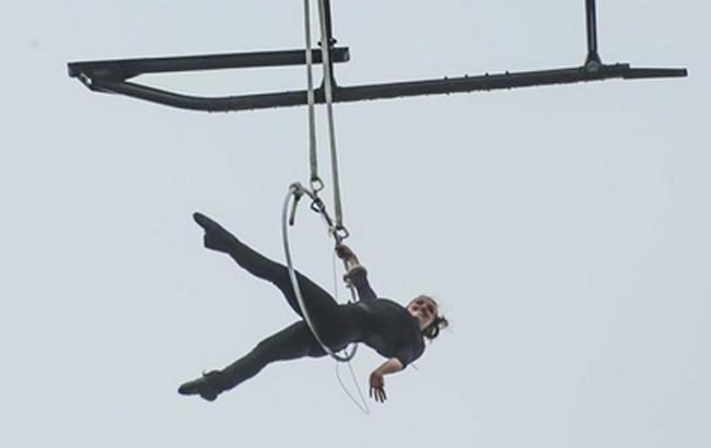 З'явилося відео запаморочливого трюку акробатки над Ніагарським водоспадом