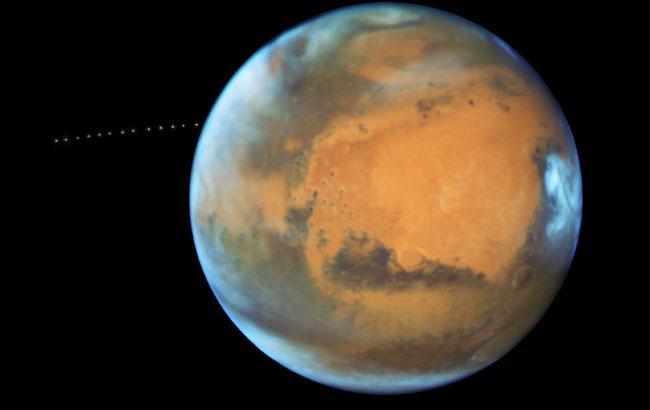 Фото: Політ Фобоса навколо Марса (nasa.gov)