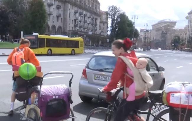 Сім'я Довгань їде в кругосвітню подорож / Кадр з відео YouTube-каналу 24 Канал
