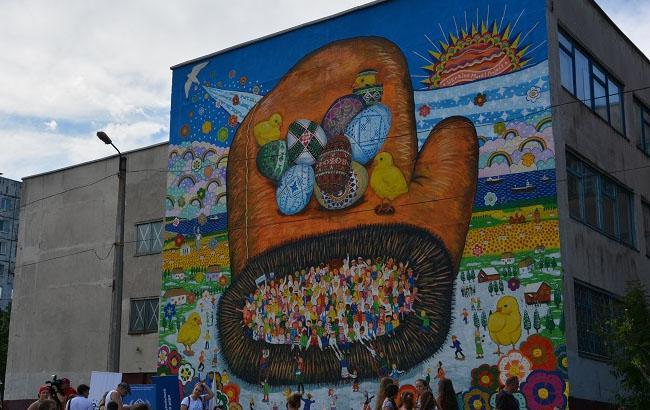 """Фото: Мурал Міязакі Кенске """"Рукавичка"""" у Маріуполі (marsovet.org.ua)"""