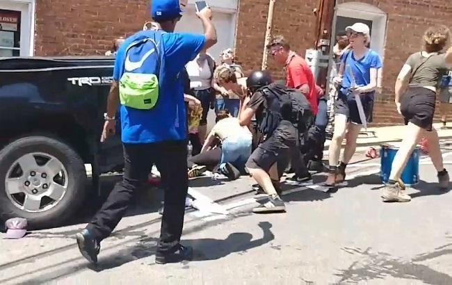 Фото: протесты в Шарлотсвилле (twitter.com/RealAlexRubi)
