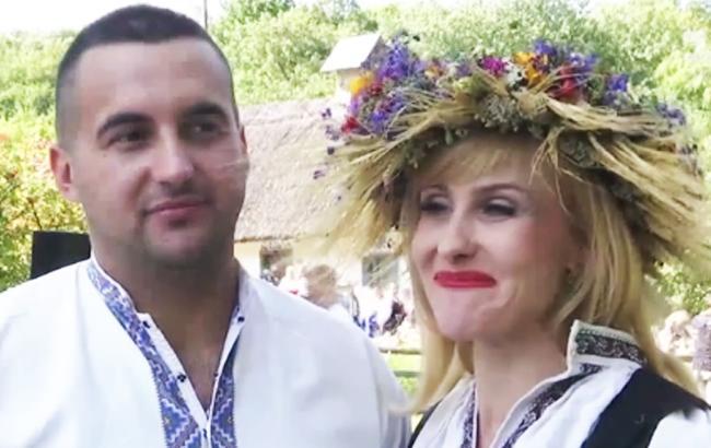 Боєць АТО і волонтер зіграли незвичайне весілля в українському стилі