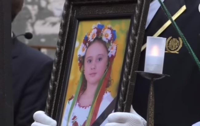 """В Одессе похоронили девочку, погибшую в пожаре лагеря """"Виктория"""""""