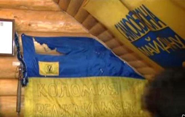 В Коломые со стен кафе сорвали украинский флаг с Майдана и избили посетителя