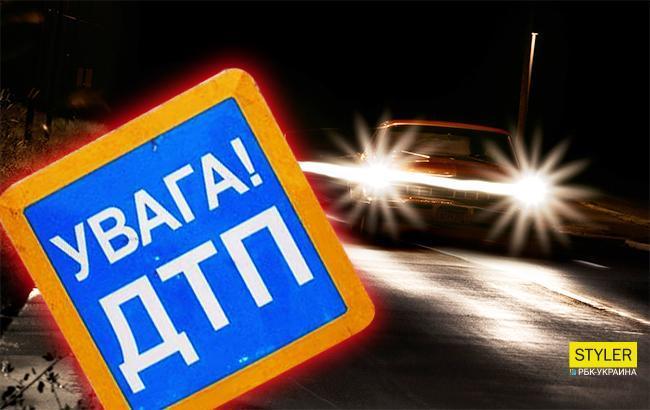 В сети показали страшные последствия ночных ДТП на киевском перекрестке
