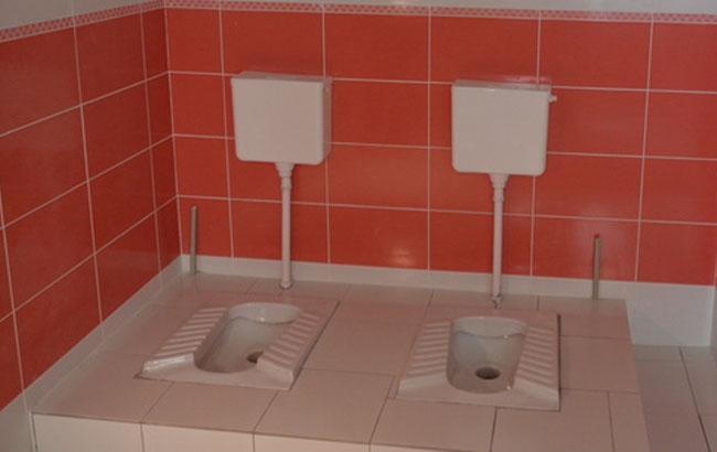 Фото: Туалет в школе Мариуполя (mariupolrada.gov.ua)