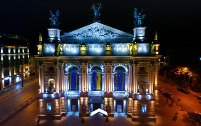 Google пропонує 3D-тур театрами України