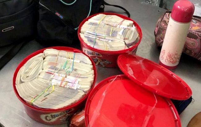 Украинец пытался вывезти крупную сумму валюты вПольшу,