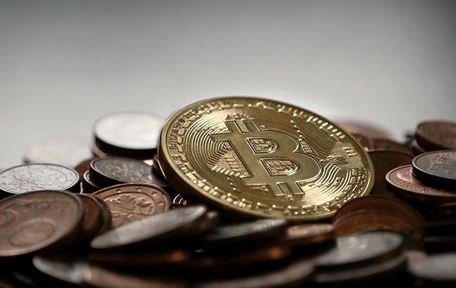 Курс биткоина упал на15%