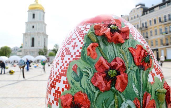 Софийскую площадь украсит 374 писанки авторской росписи