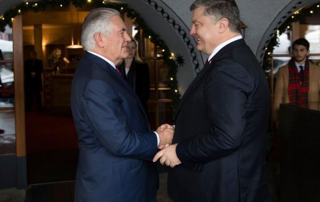 Фото: Петр Порошенко и Рекс Тиллерсон (twitter.com/poroshenko)