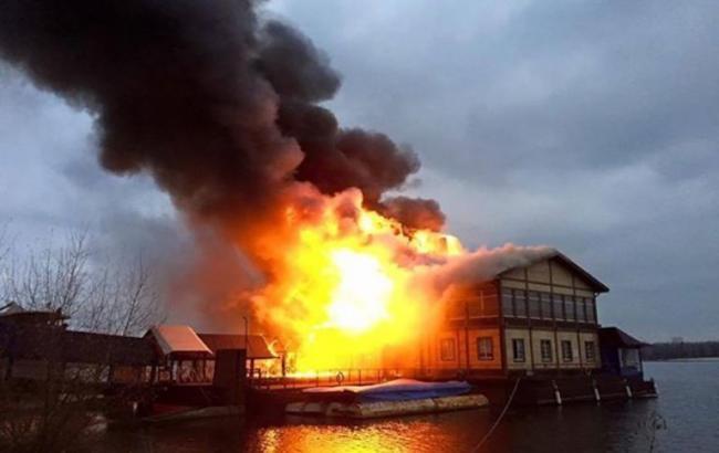 ВКиеве наДнепре сгорел ресторан