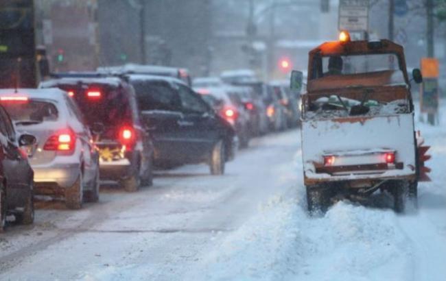 """""""Київавтодор"""" не має наміру закуповувати спеціальні реагенти для розчищення доріг від снігу"""