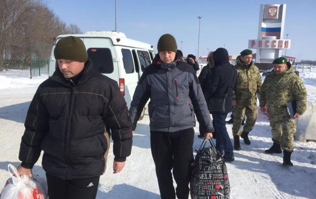 Фото: освобождение пленных (twitter.com/poroshenko)