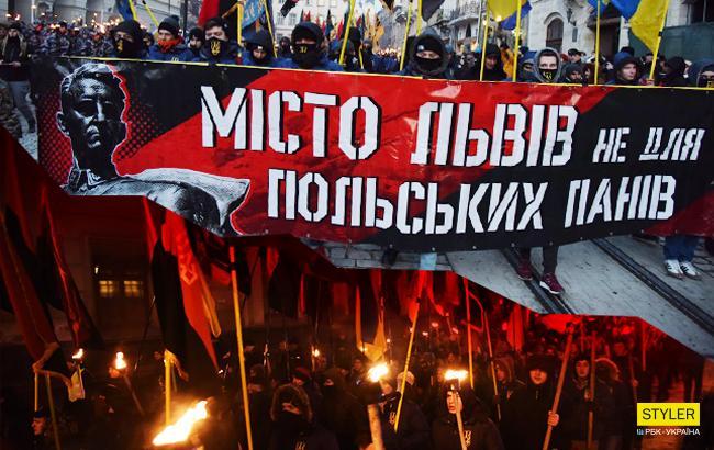 К годовщине гибели Шухевича: во Львове провели шествие под антипольскими лозунгами (видео)