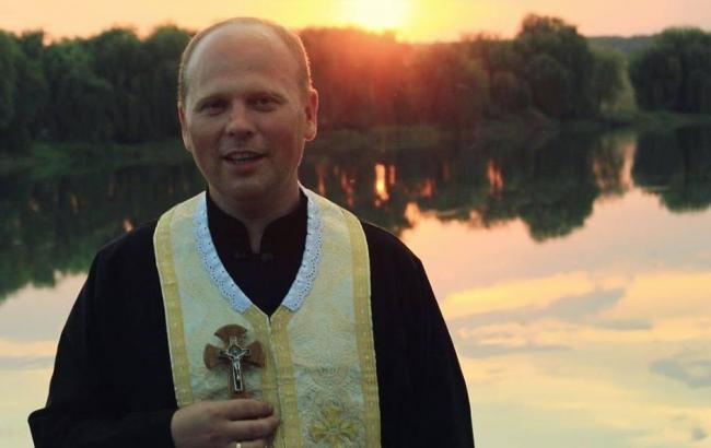 """""""Альтернатива гріха"""": український священик веде богослужіння в Instagram"""