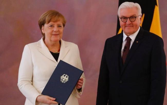 Штайнмайер официально утвердил Меркель на посту канцлера Германии