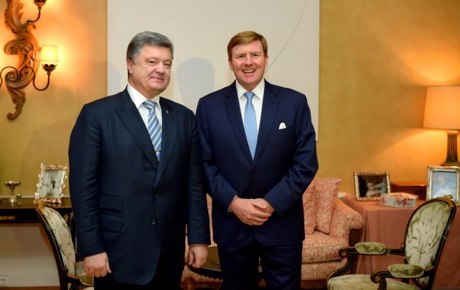 """Президент України і король Нідерландів обговорили крах """"Боїнга"""" і безвізовий режим"""