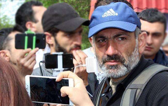 """Протесты в Ереване: фракция """"Елк"""" выдвинула кандидатуру Пашиняна на пост премьера"""
