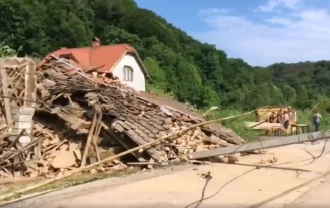 Зсув ґрунту наЗакарпатті зруйнував два будинки