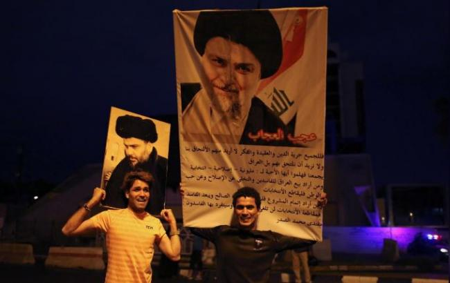 Фото: избиратели празднуют победу лидер Муктада ас-Садра (reuters)