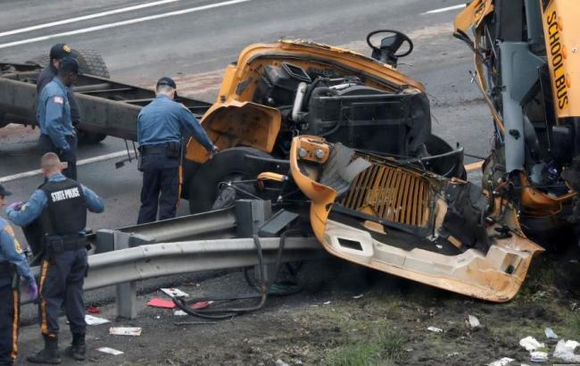 ДТП зі шкільним автобусом в Нью-Джерсі: є загиблі і поранені