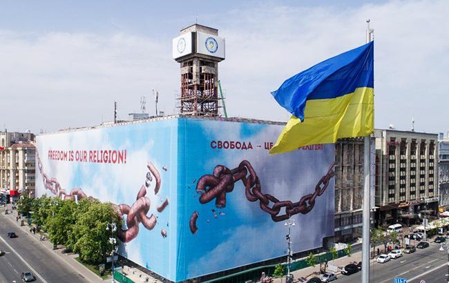 В Киеве начали снимать баннер с Дома профсоюзов