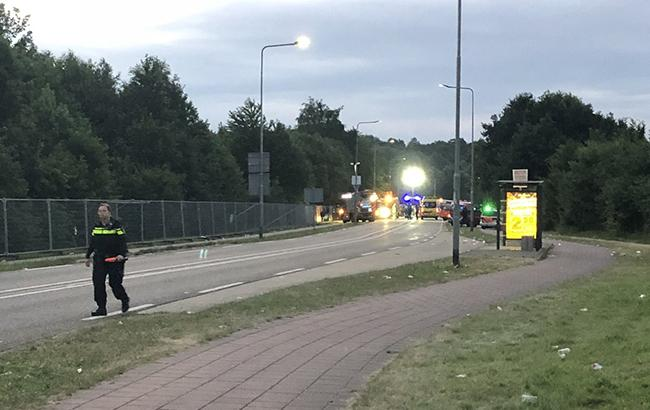 ВНидерландах микроавтобус врезался впешеходов вовремя фестиваля, шофёр исчез